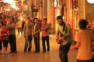 Istiklal Street Minds – cc by Gabriel Vorbon