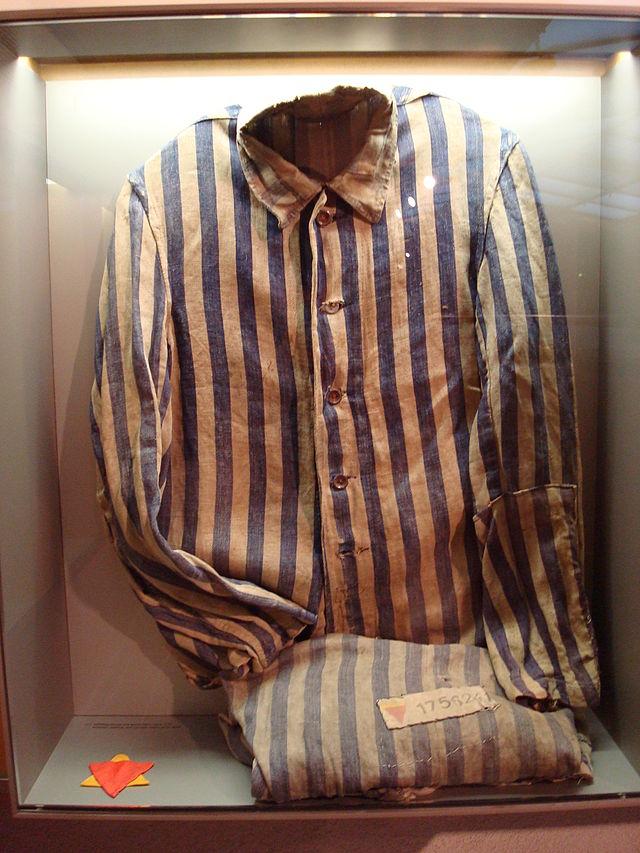 640px-Sachsenhausen_clothes